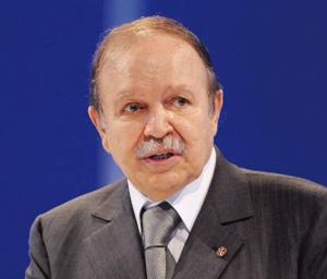 Abdelaziz Bouteflika procède à un remaniement ministériel