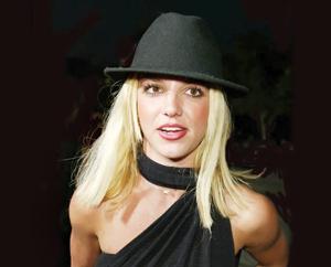 Britney enseigne la danse aux enfants !
