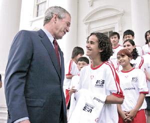 Télex : Les Etats-Unis offrent la Coupe du monde à des jeunes marocains