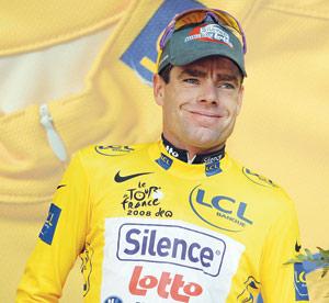 Cadel Evans sort des Pyrénées en jaune dans la 12e étape