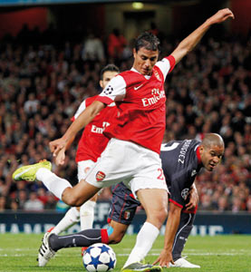 Chamakh «réussit ses débuts» avec Arsenal