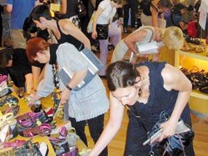 L'UE prolonge ses taxes antidumping  sur les chaussures chinoises