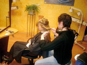Des malfrats agressent les clientes d'un salon de coiffure