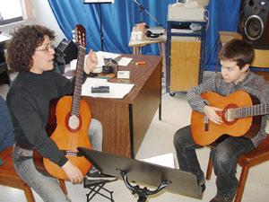 Les professeurs de musique jouent sur les touches de la souffrance