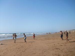 Un surf sur les vagues de Dar Bouazza