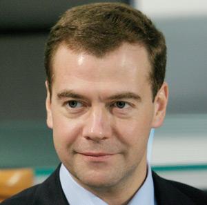 Russie : Medvedev évite les critiques d'ingérence de l'Etat