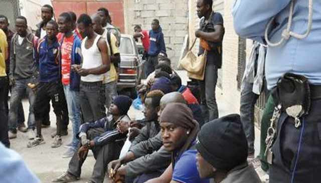 12 candidats  à l émigration illégale secourus par la Marine royale au large de Nador