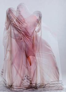 Meriem Bouderbala crée des chorégraphies voilées et sensuelles