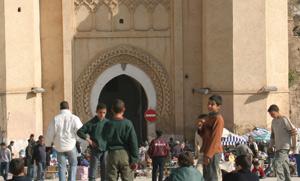 Fès : des centaines de fidèles visitent le sanctuaire Moulay Idriss Al Azhar