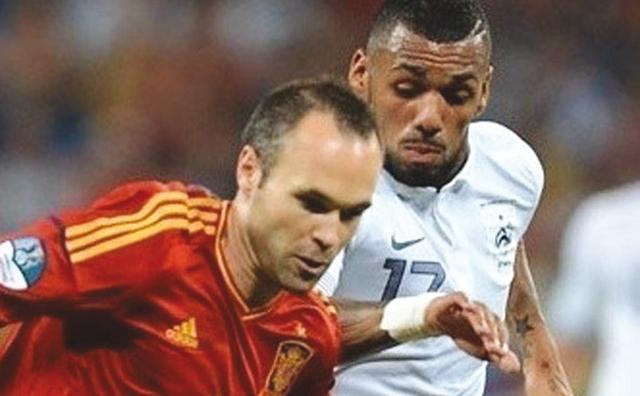 Euro 2012: L Espagne tient son rang et renvoie la France à la maison