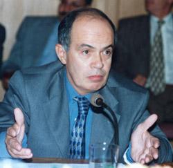 Prime : Oualalou agace les syndicats