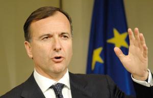 Franco Frattini demande à la Suisse de supprimer sa liste noire