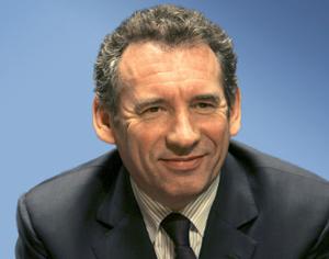 François Bayrou joue le trouble jeu municipal