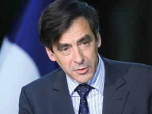 François Fillon marque sa différence sur le FN