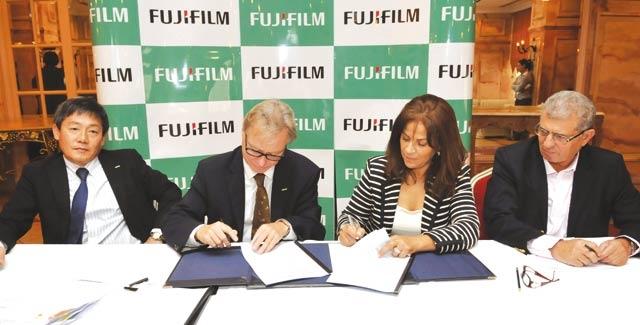 Fujifilm et Graphic s signent  un contrat d exclusivité