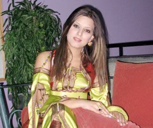 Hajar Adnan : «J'aime réaliser moi-même mes robes de soirées»