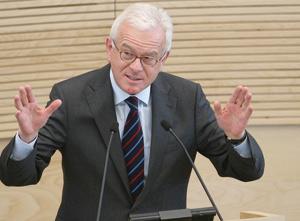 Hans Gert Pottering : La fermeture des frontières est une «aberration historique»