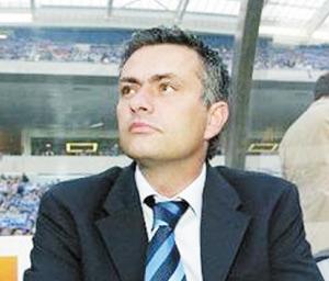 Mourinho déclare la guerre à Gallas