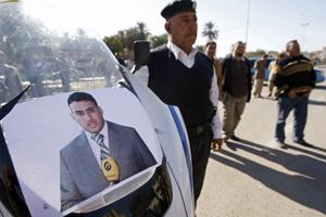 Le journaliste lanceur de chaussures présenté mercredi devant la justice