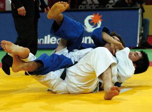 Les Japonais imposent leur loi, première médaille pour le judo arabe