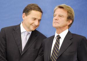 Bernard Kouchner et Eric Besson se déchirent en public