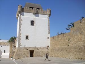 Tour Al Kamra, une merveille architecturale surplombant la Médina