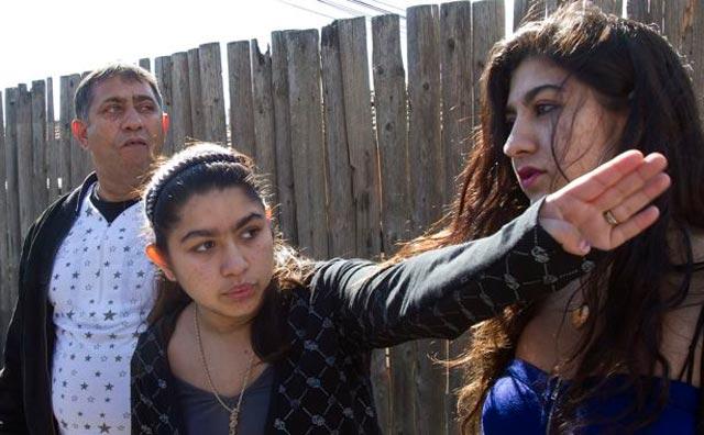 Affaire Leonarda: la jeune rom refuse de rentrer seule en France