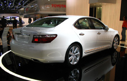 Lexus LS600h : 1ère limousine hybride