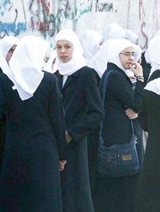 Le Hamas impose la tenue islamique aux lycéennes