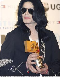 Le chirurgien-plastique de Michael Jackson interné dans un centre psychiatrique