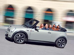 Mini Cabriolet Sidewalk : Petite anglaise en top-less