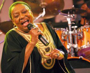Miriam Makeba décède d'une crise cardiaque à l'issue d'un concert
