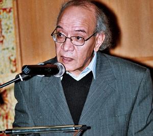 Mohamed Loakira : «La poésie vit un dur paradoxe»