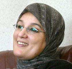 Justice : Nadia Yassine persiste et signe