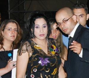 Festival national des arts populaires : Najat Atabou accueillie par une pluie de pierres