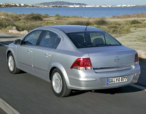 Opel Astra 4 portes : Plus qu'une histoire de coffre