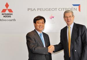 PSA Peugeot-Citroën et Mitsubishi discutent d'un rapprochement