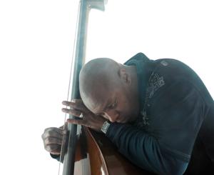 Oxmo Puccino rappe aux rythmes du violoncelle et de la guitare