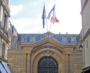 La Banque de France voit la croissance ralentir