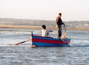 Le bitume arrive au village de pêche d'Amérigou