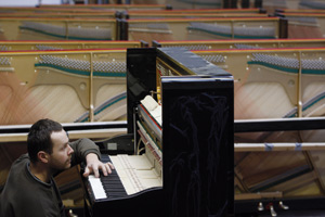 Avec la crise, les pianos Petrof mettent la pédale douce
