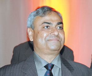 Trois questions à Pravin Shah