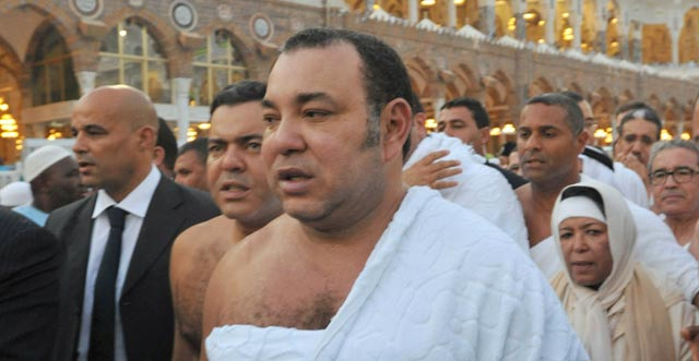 SM le Roi, Amir Al Mouminine, accomplit le rituel de la Omra