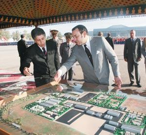Activités royales : Construction de deux cités pour les FAR