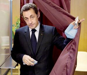 La gauche accule Nicolas Sarkozy à changer de cap