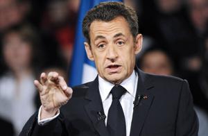 Sarkozy défend sa politique économique et promet d'aller plus loin