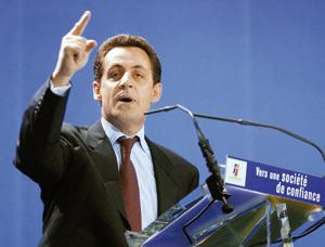 Sarkozy et Ahmadinejad se livrent à une guerre des mots