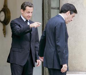 Fillon tire profit des excès de Sarkozy