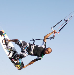 Soufiane Hamaini : «La Fédération royale marocaine de kitsurf verra le jour en 2010»