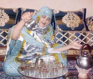 Le thé sahraoui : Un cérémonial d\'hospitalité proche d\'un ...